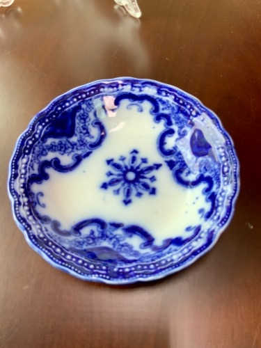"New Wharf 도자기 플로우 블루 ""Knox"" 페턴 스몰 볼  New Wharf Pottery Flow Blue ""Knox"" Pattern Small Bowl circa 1910"